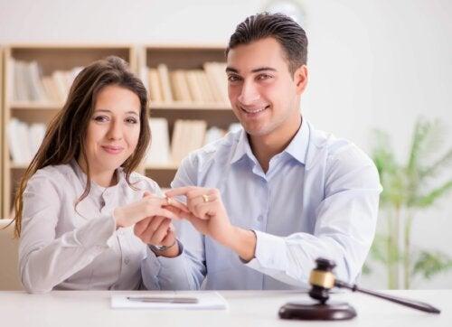 Cuáles son las ventajas e inconvenientes de casarse por lo civil