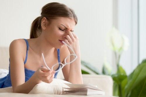 4 tratamientos naturales para el dolor ocular
