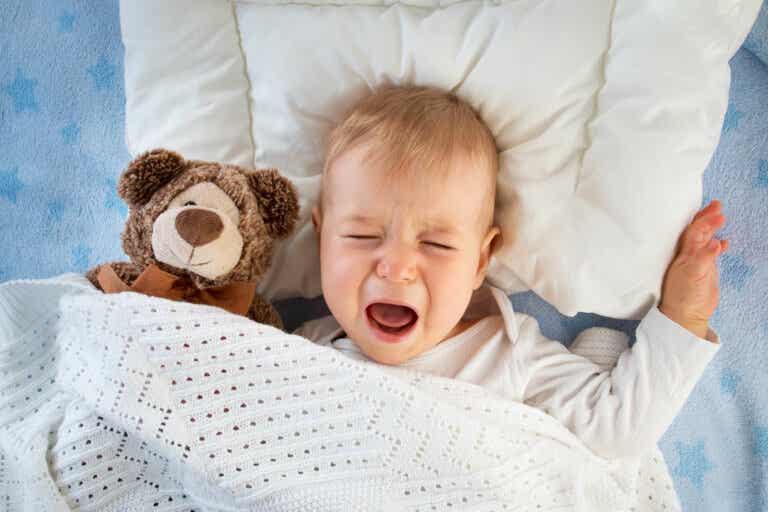 Mi bebé llora después de alimentarse: ¿qué hacer?