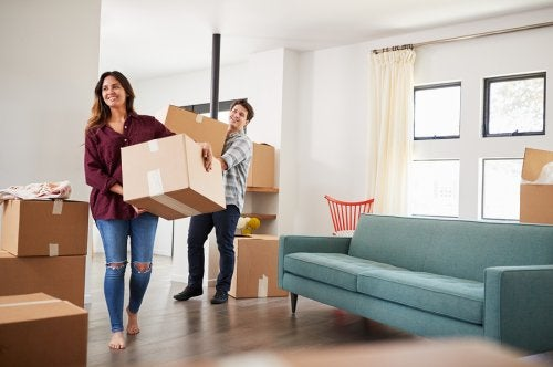 How to overcome the stress of moving with your partner?