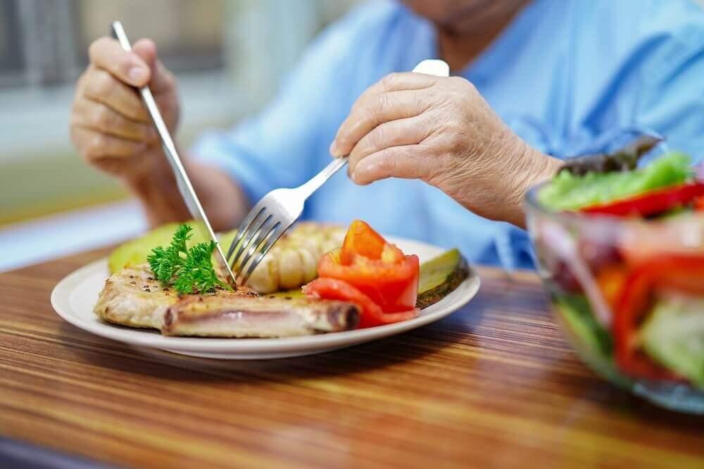 ¿Qué debe incluir la dieta para las pacientes con cáncer de mama?