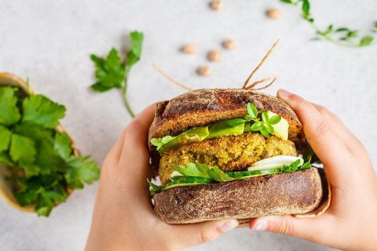 2 tipos de hamburguesas veganas que debes probar