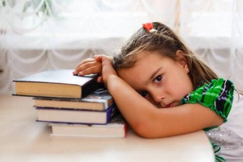 Resultado de imagen de niña cansada