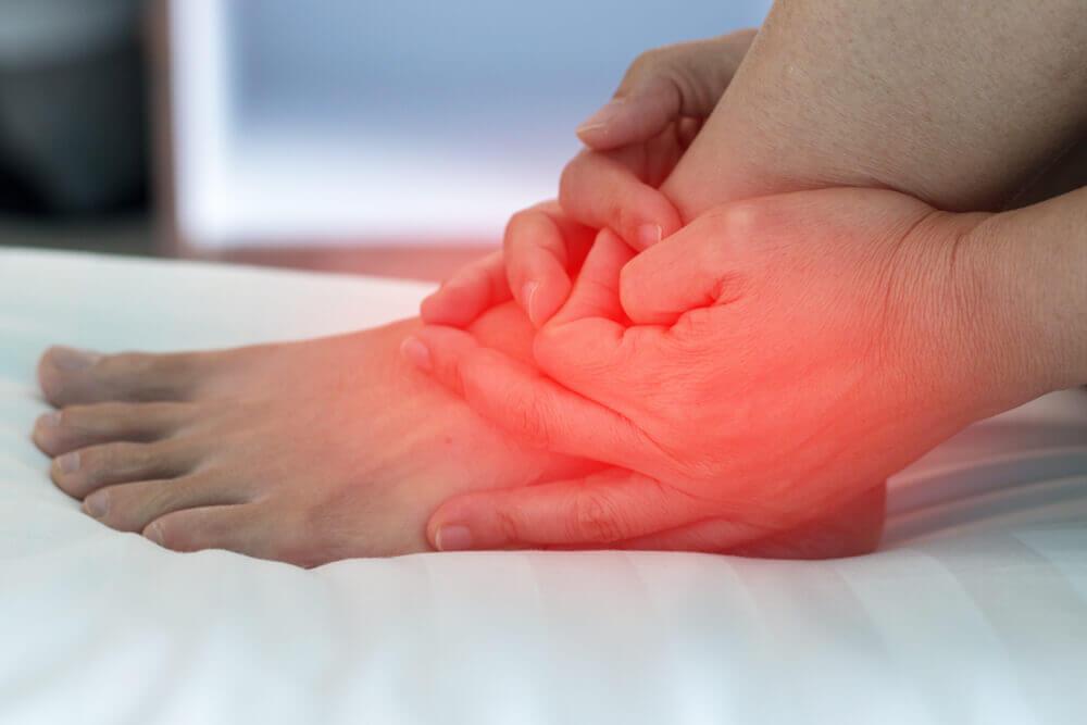 La tendinopatía posterior tibial es común