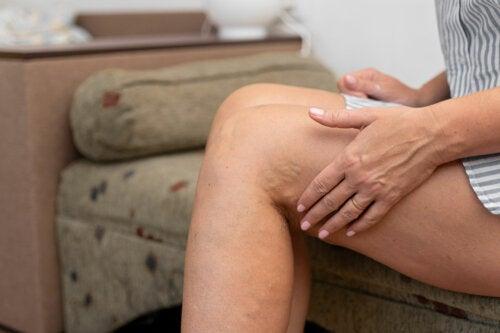¿Cuáles son las causas de la tromboflebitis superficial?