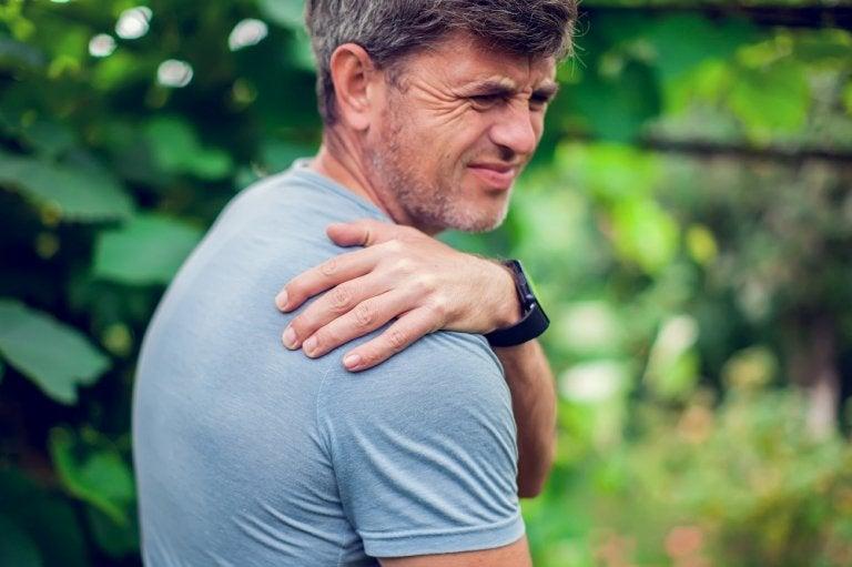 ¿Cómo corregir el síndrome de los hombros caídos?