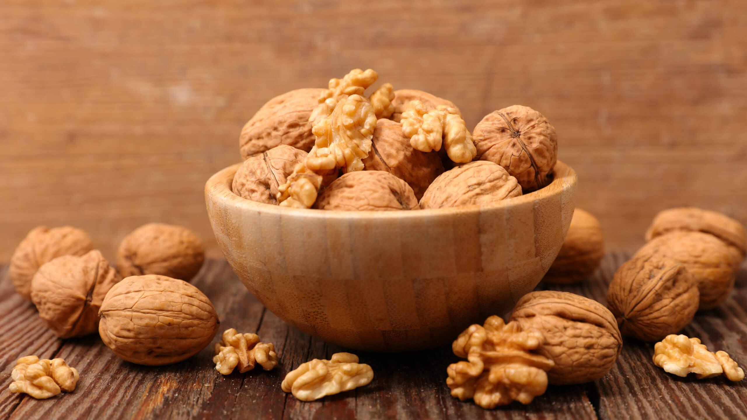 Las nueces son excelentes fuentes vegetales de ácidos grasos omega 3.