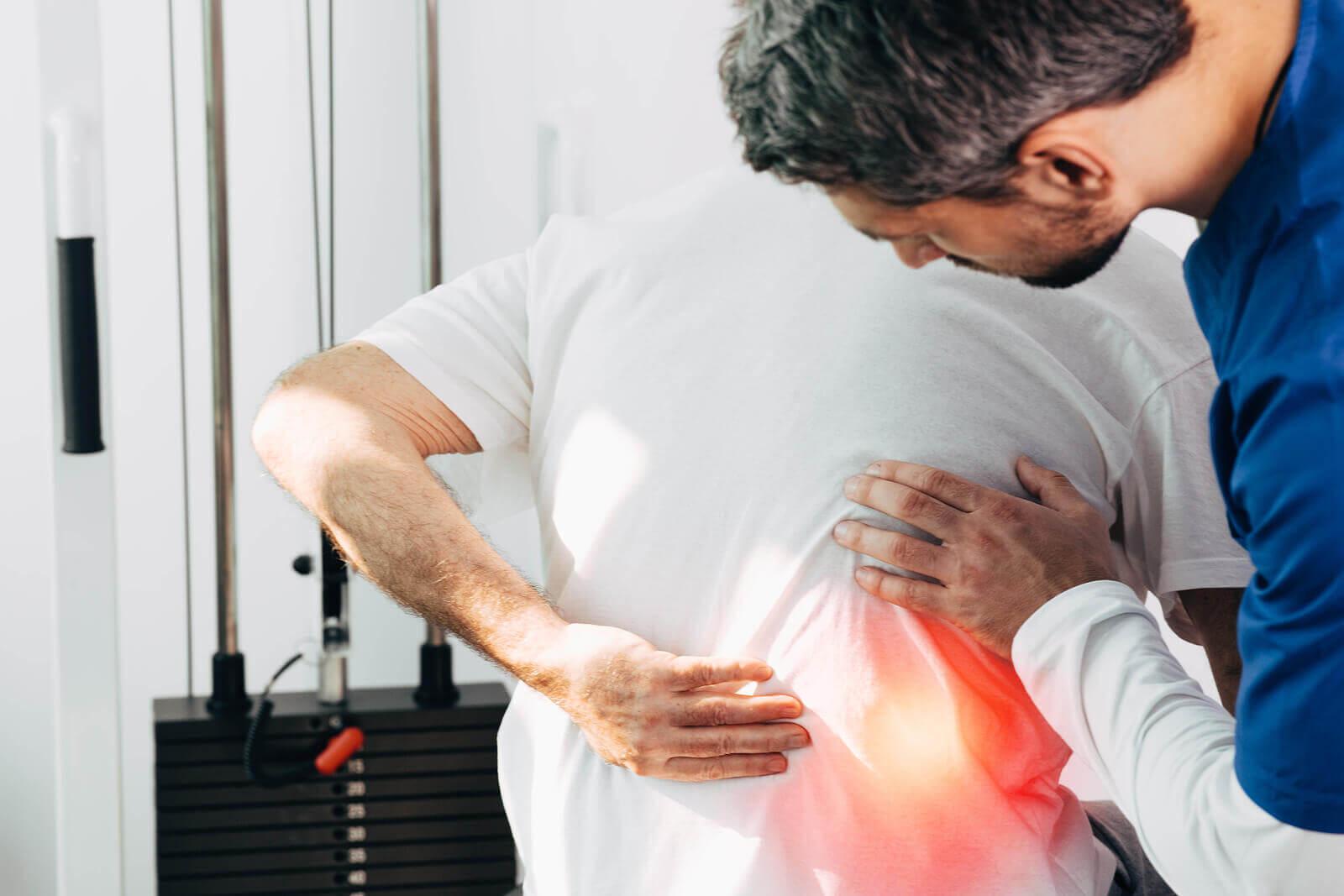 Paciente con dolor de espalda en la zona lumbar.