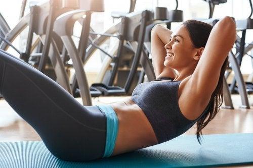 Los 6 ejercicios abdominales que te gustará hacer en casa
