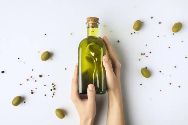 Aceite de oliva para las uñas