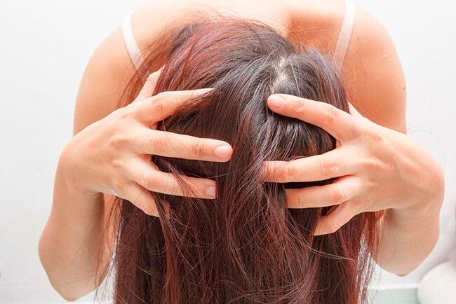 Cuero cabelludo y pelo de una mujer