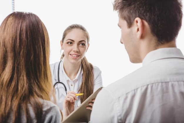 El médico juega un rol fundamental en la prevención de los defectos congénitos
