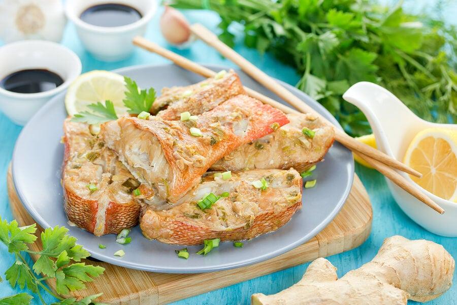Preparar pescado al limón con perejil