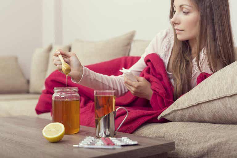 3 remedios con miel de abeja para tratar la gripe de manera natural