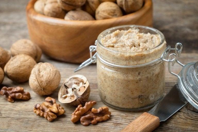 Cómo preparar una salsa de nueces baja en calorías
