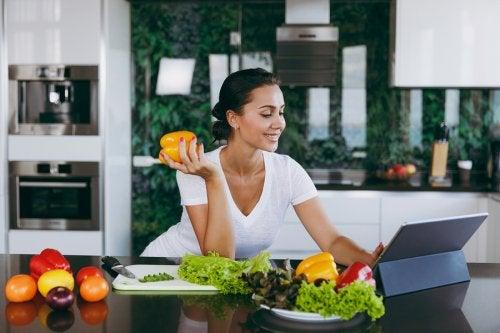 Saltarse comidas adelgazar sin