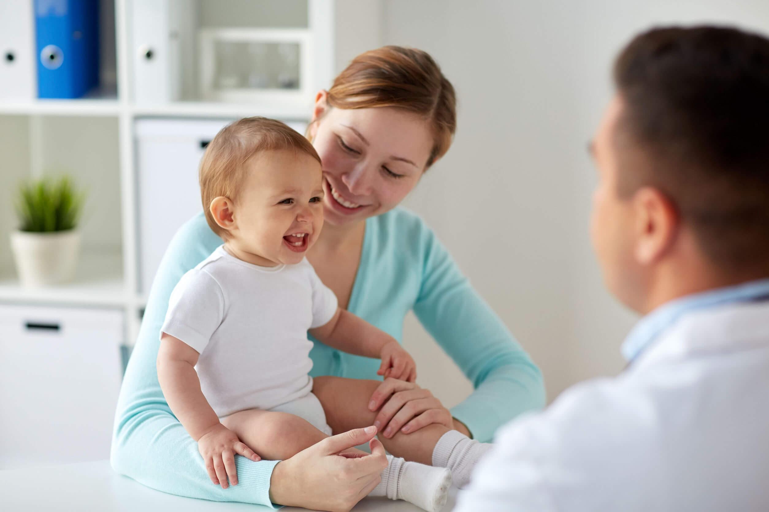 Los bebés no pueden comer miel o pueden requerir atención médica.