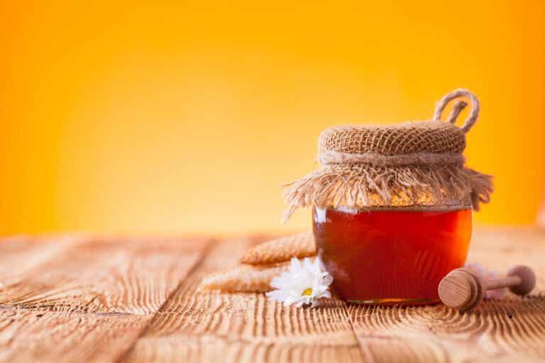 ¿Por qué los bebés no pueden comer miel?