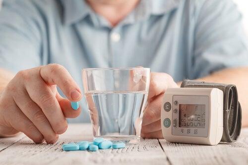 Amlodipino: precauciones y efectos secundarios