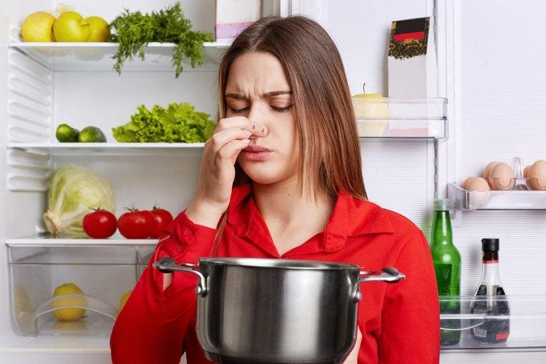 5 trucos para eliminar el olor a pescado de la cocina