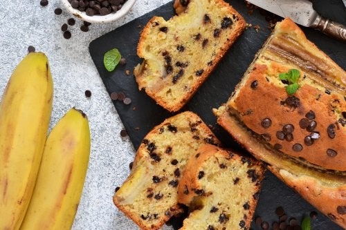 Banana cake high in fiber and low in sugars