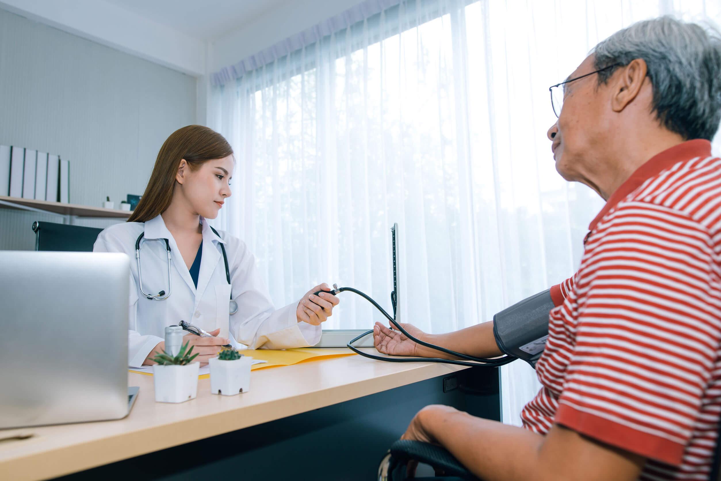 La enfermedad arterial periférica requiere evaluación médica.