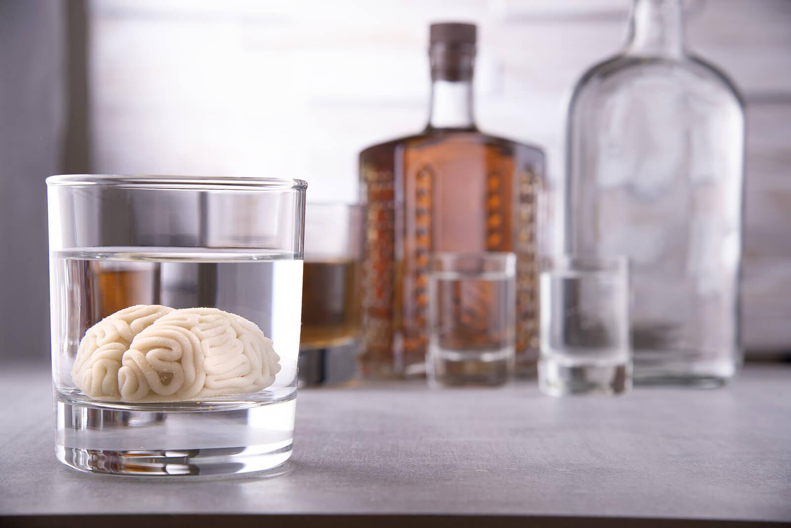 Alcohol en el sistema nervioso central causa bradipnea.