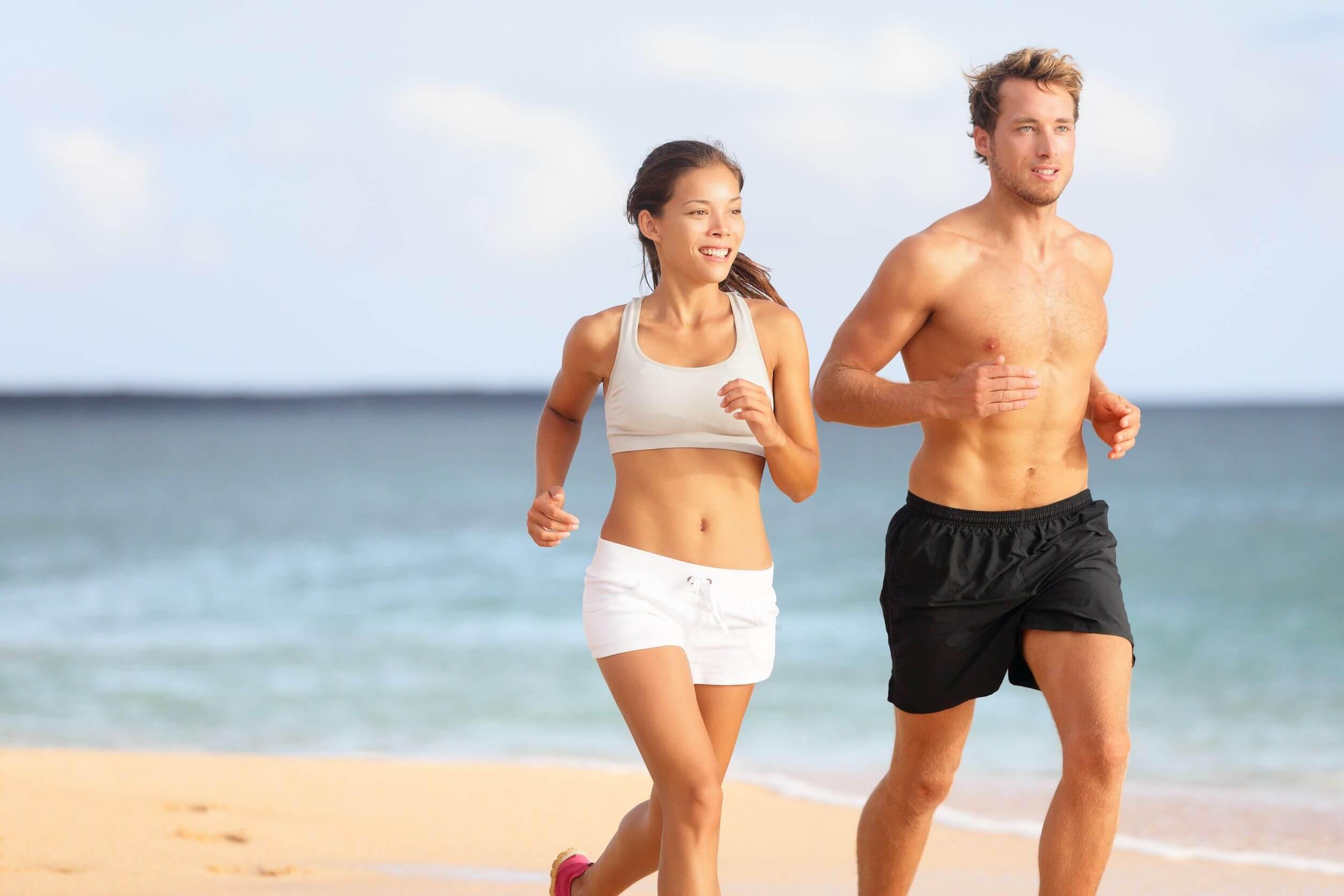 El ejercicio puede ayudar con la digestión en verano.