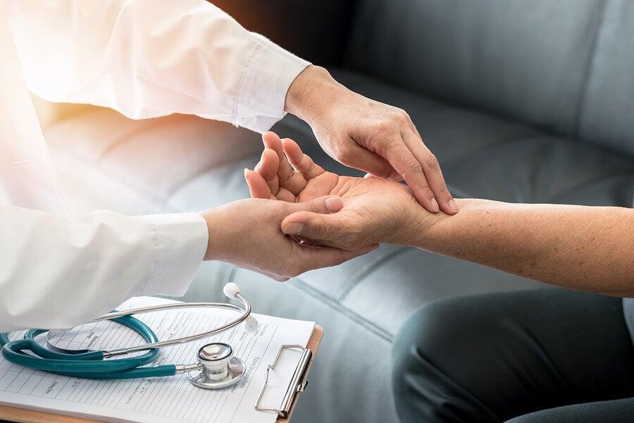 Medir la frecuencia cardíaca con el pulso.