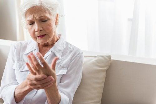 Cómo tratar la artritis reumatoide