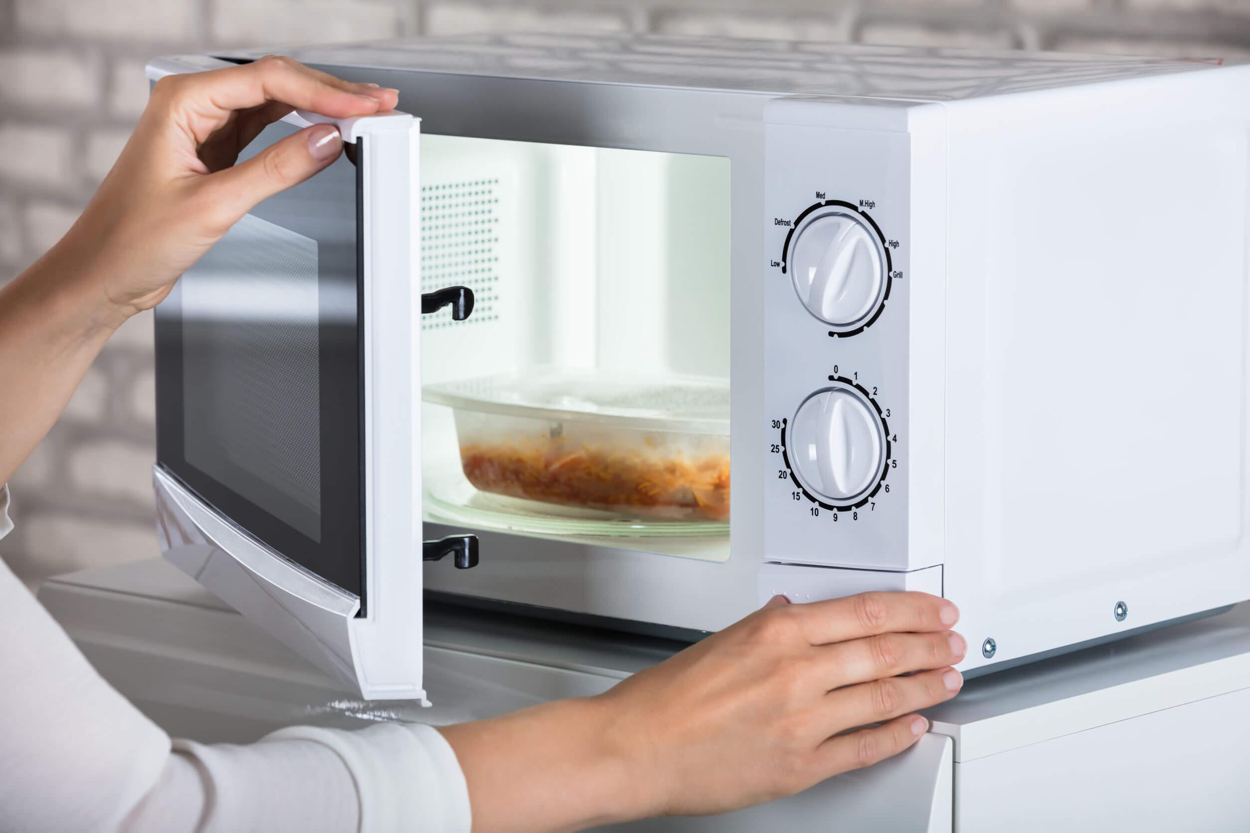 Los alimentos congelados deben prepararse antes de ser consumidos.
