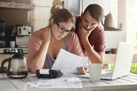 Por qué surgen las discusiones por dinero en la pareja