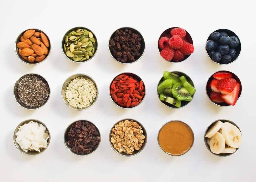 Toppings para un smoothie bowl para el desayuno