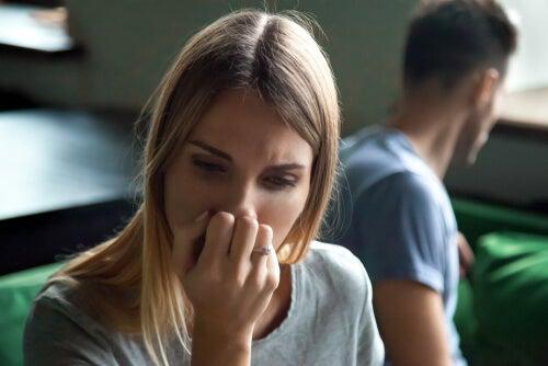 Mujer triste por su pareja