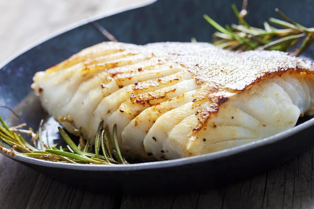 Plato de pescado aporta vitamina D