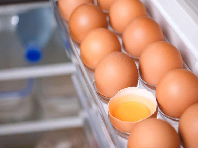 ¿Conservar los huevos dentro o fuera de la nevera?