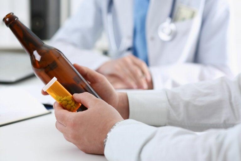¿Puedo beber alcohol si estoy tomando medicamentos?