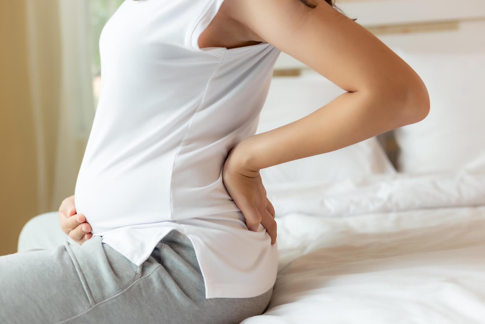 El embarazo es una de las causas del prolapso genital femenino.
