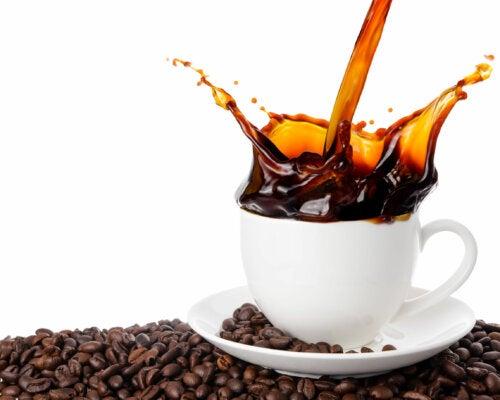¿Qué efectos tiene la cafeína en el sistema nervioso?