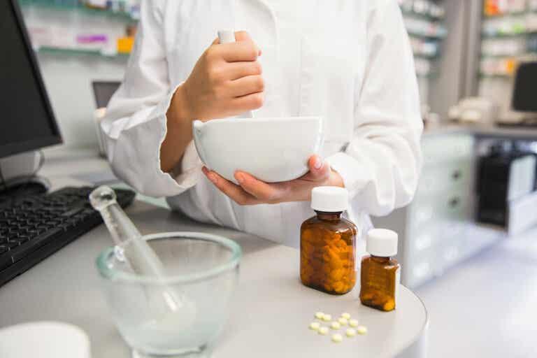6 riesgos de triturar los medicamentos