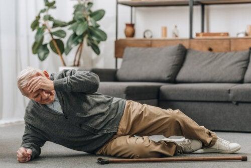 Como prevenir las caídas en personas mayores