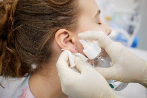 Cómo curar un piercing