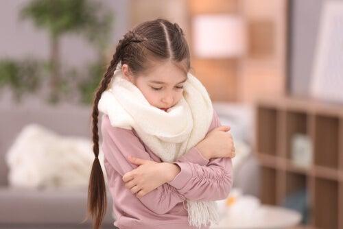 niña con sensibilidad al frío
