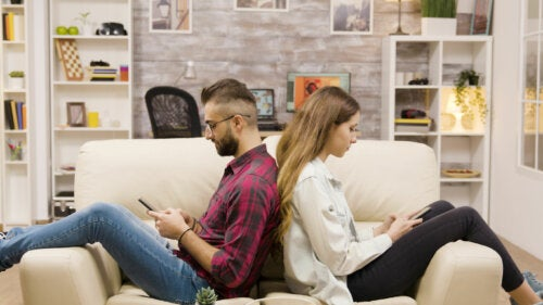 Siento distante a mi pareja: ¿qué hago?