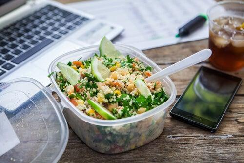 comer en un trabajo sedentario