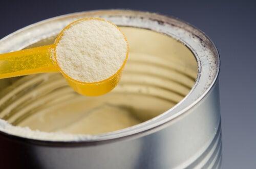 Estudios señalan que las fórmulas para bebés contienen una gran cantidad de azúcar