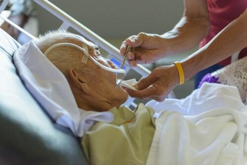 ancianos entre las personas más vulnerables al coronavirus