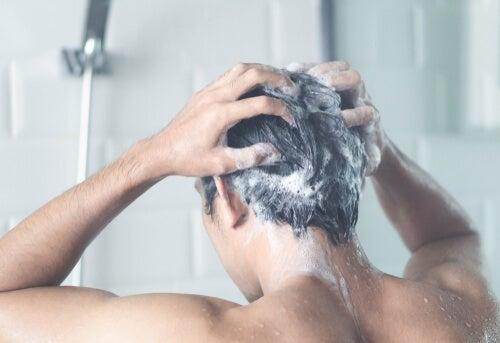 ¿Por qué es importante ducharse todos los días aunque no salgamos de casa?