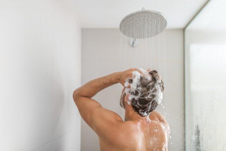 Ducharse con agua muy caliente puede ser peligroso para la salud