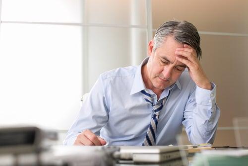 estrés causa canas